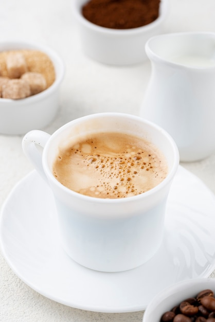 Vue Rapprochée Du Café En Tasse Blanche Photo gratuit