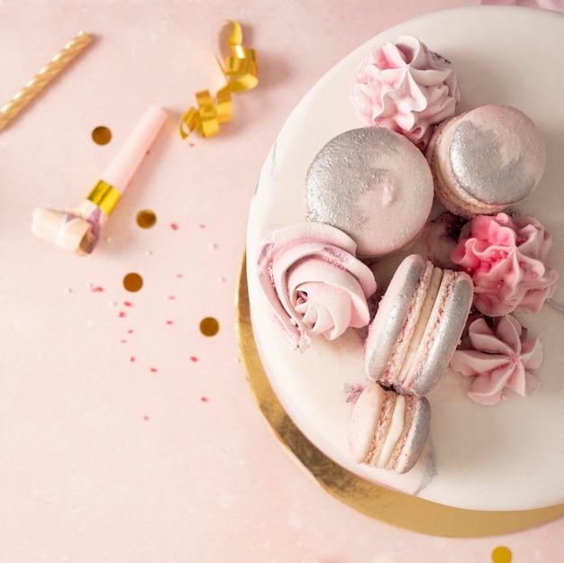Vue Rapprochée Du Délicieux Gâteau D'anniversaire Photo Premium