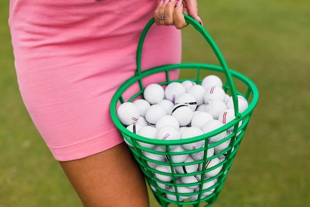 Vue rapprochée d'un panier de golf Photo gratuit