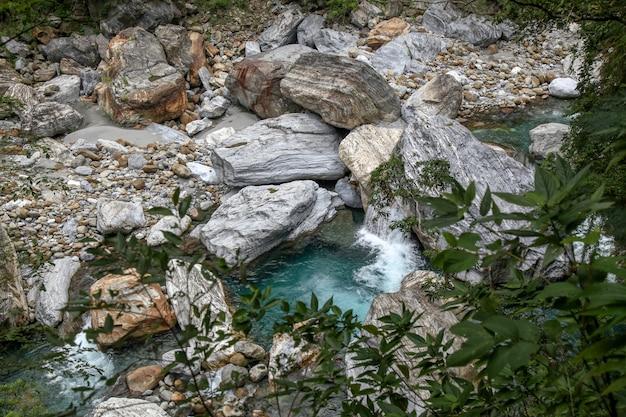 Vue De La Rivière Dans Le Parc National De Taroko De Paysage Pour Hualien, Taiwan. Photo Premium