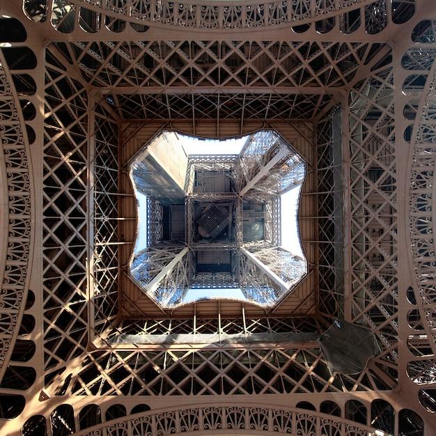 Vue De La Tour Eiffel D'en Bas, Paris, France Photo gratuit