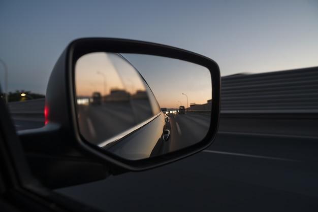 Vue De Trafic à Partir De La Fenêtre De Voiture Photo gratuit