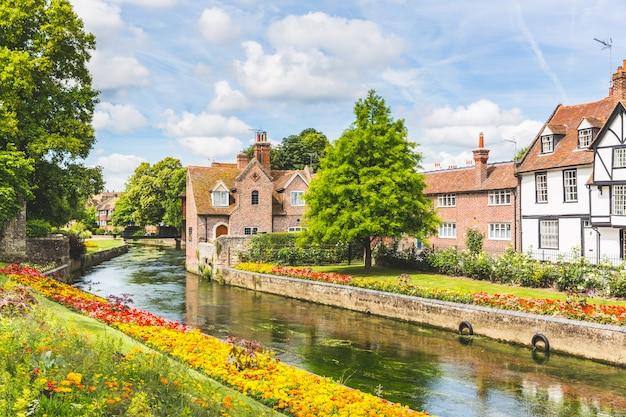 Vue, de, typique, maisons, et, bâtiments, dans, canterbury, angleterre Photo Premium