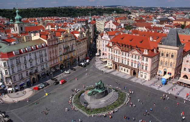 Une vue sur la vie quotidienne tchèque par temps clair Photo Premium