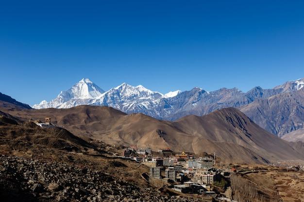 Vue sur le village de ranipauwa près de muktinath Photo Premium