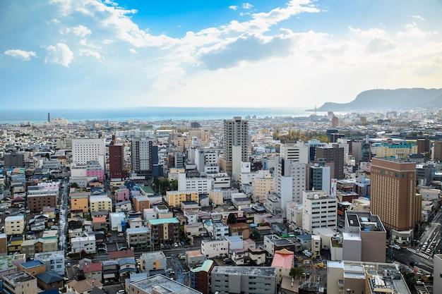 La vue de la ville de hakodate du haut de la tour goryokaku. Photo Premium
