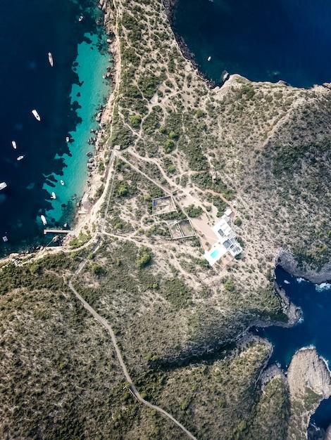 Vue à Vol D'oiseau Paradis De L'île Aux Eaux Turquoises. Photo Premium