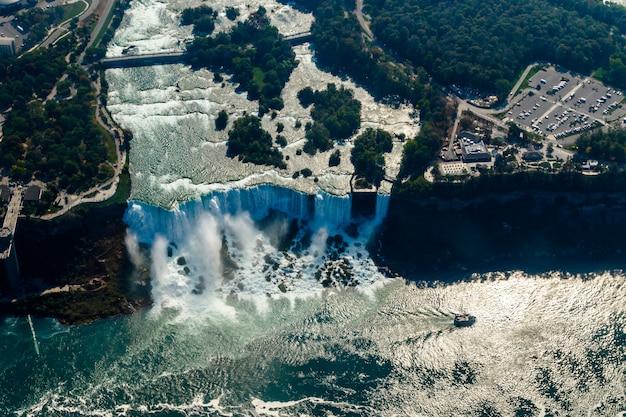 Vues aériennes fantastiques des chutes du niagara, ontario, canada Photo Premium