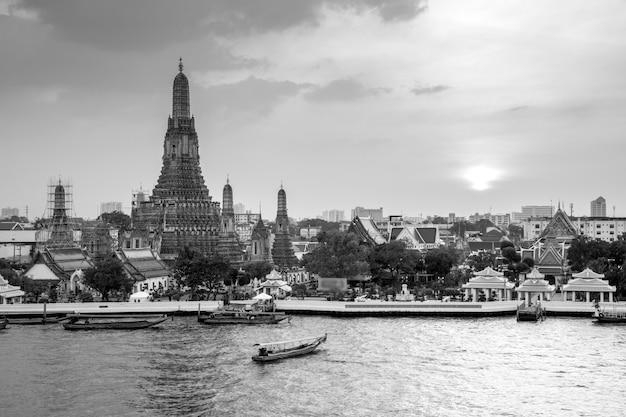 Wat arun en noir et blanc Photo Premium