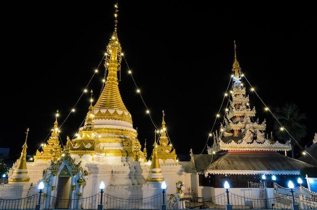 Wat chong klang, temple de style birman à mae hong son, thaïlande Photo Premium