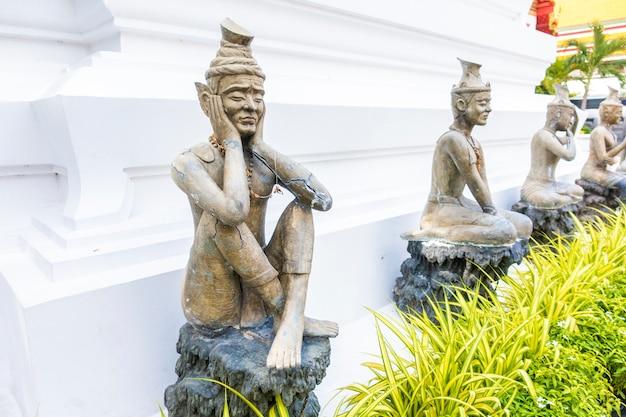 Wat pho est le temple le plus célèbre de thaïlande pour les touristes à bangkok, thaïlande Photo Premium