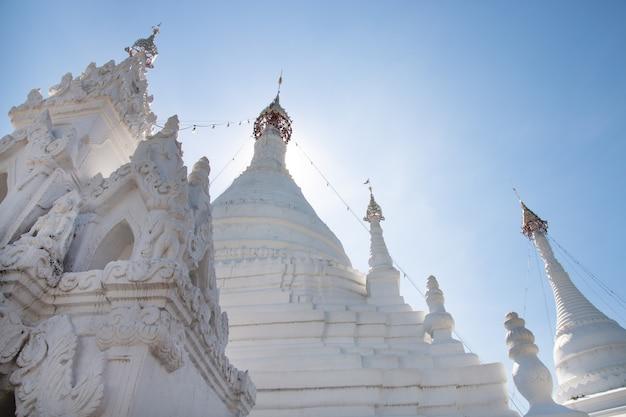 Wat phra que doi kong mu. temple de mae hong son au nord de la thaïlande. Photo Premium