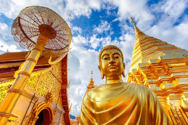 Wat phra that doi suthep est une attraction touristique de chiang mai, thaïlande Photo Premium