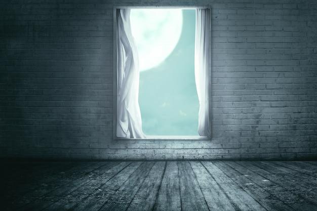 Windows avec le rideau dans une maison abandonnée Photo Premium