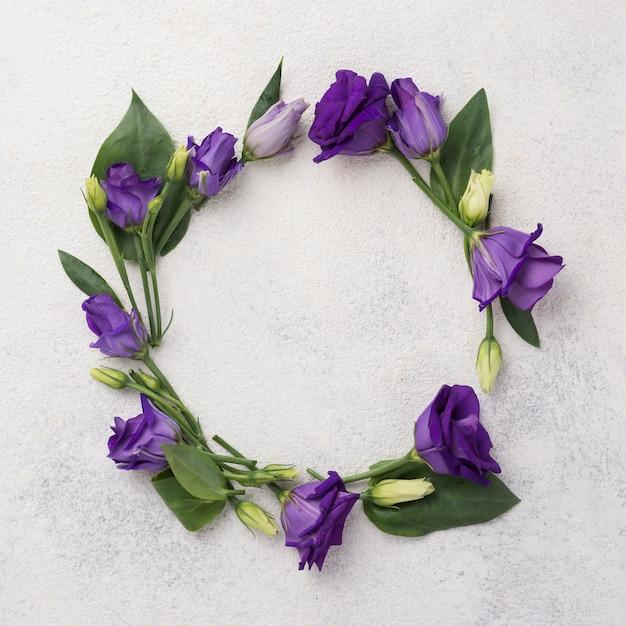Wreatch Floral Sur Table Photo gratuit