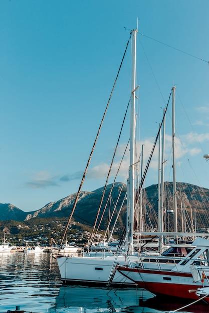 Yachts et bateaux sur le quai Photo Premium