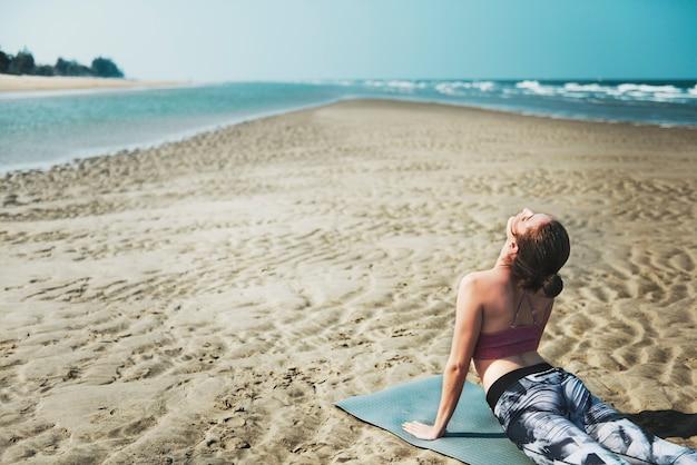 Yoga bien-être spiritualité exercice méditation concept de soins de santé Photo Premium