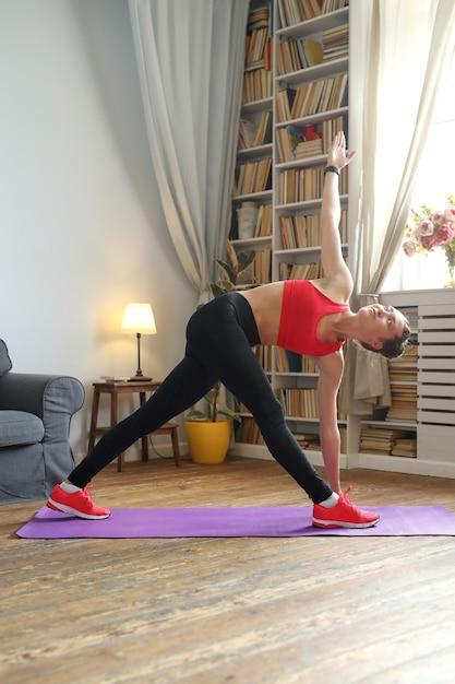 Yoga à La Maison Photo gratuit
