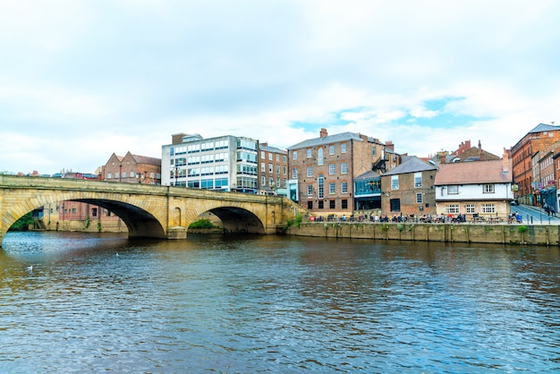 York City Avec River Ouse à York, Royaume-uni. Photo Premium