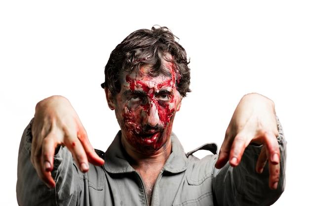 Zombie Avec Les Bras Levés Photo gratuit