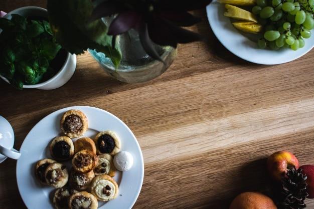 Accueil cuisine table en bois t l charger des photos for En cuisine qu est ce qu une girolles