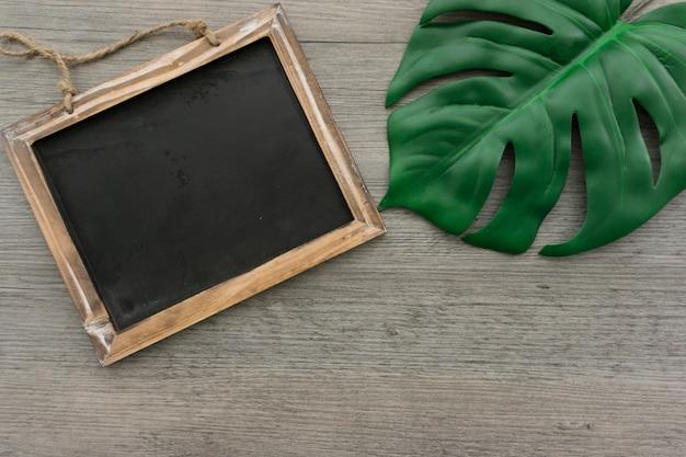 ardoise d corative c t d 39 une feuille verte t l charger des photos gratuitement. Black Bedroom Furniture Sets. Home Design Ideas