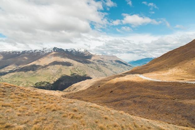Autoroute droite menant au parc national Aoraki-Mount Cook Photo gratuit