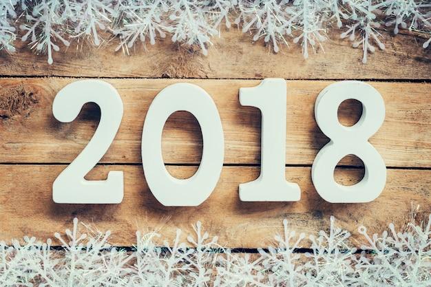 noel 2018 neige Bois marron Nouvel An 2018, fond de Noël et flocons de neige avec  noel 2018 neige