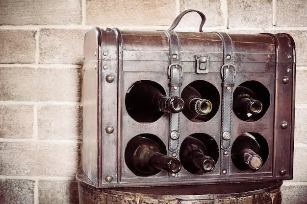 bo te en bois avec des bouteilles de vin t l charger des photos gratuitement. Black Bedroom Furniture Sets. Home Design Ideas