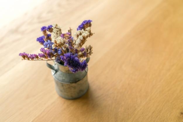 Bouquet de belles fleurs sur la table t l charger des - Telecharger table financiere gratuitement ...
