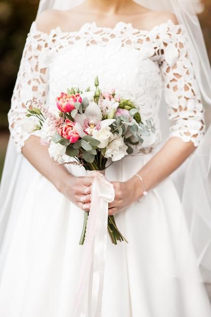 bouquet fleurs robe mari e blanc t l charger des photos gratuitement. Black Bedroom Furniture Sets. Home Design Ideas