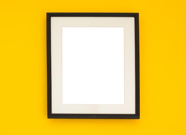 cadre en bois sur le mur jaune t l charger des photos gratuitement. Black Bedroom Furniture Sets. Home Design Ideas