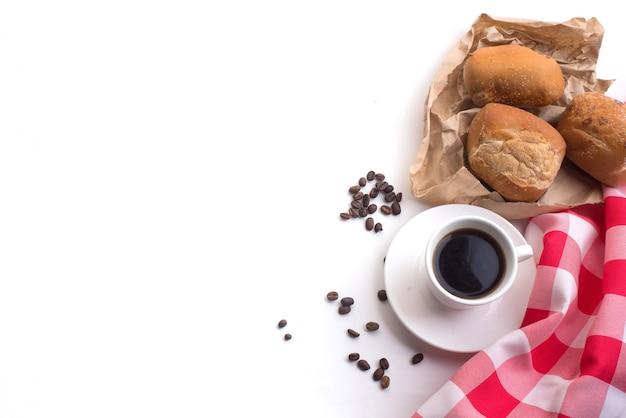 caf u00e9 noir et pain de bl u00e9 entier pour le petit