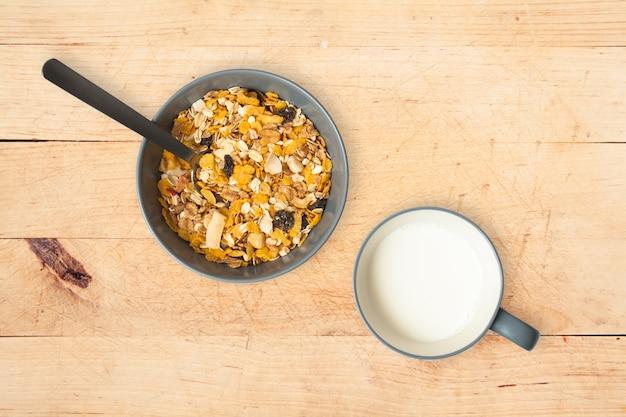 Céréales et lait Photo gratuit
