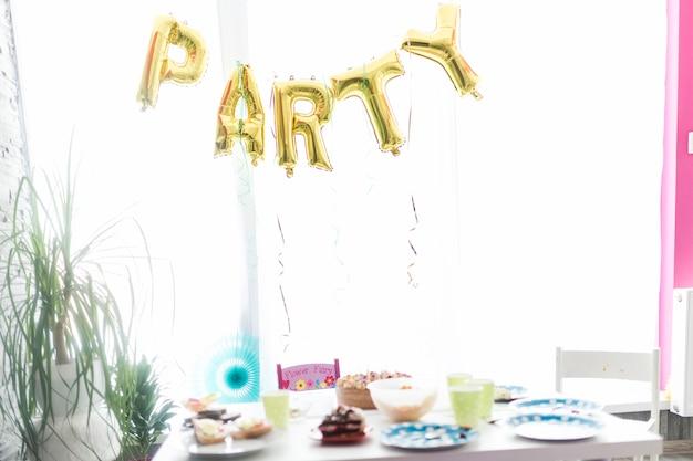 Chambre décorée pour une fête d\'anniversaire | Télécharger des ...