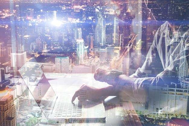 clavier social business jeune Photo gratuit