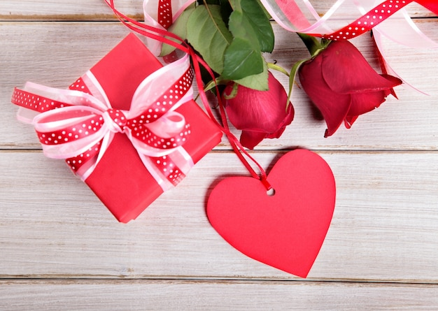Coffret cadeau saint valentin et en forme de coeur tag - Image st valentin a telecharger gratuitement ...