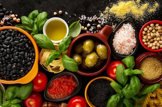 contexte alimentaire concept alimentaire avec divers ingr dients frais savoureux pour la cuisine. Black Bedroom Furniture Sets. Home Design Ideas