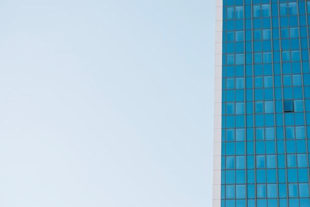 Crop partie d'un gratte-ciel moderne Photo gratuit
