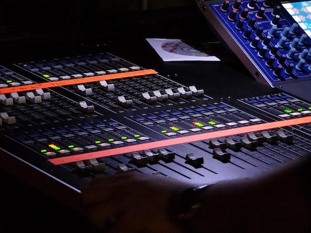 Quipements curseur table de mixage audio de musique - Telecharger table de mixage gratuit windows ...