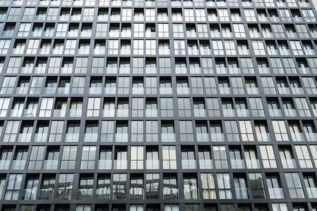 Fa ade de la fen tre de r p tition sur un immeuble moderne de grande hauteur en journ e for Fenetre grande hauteur