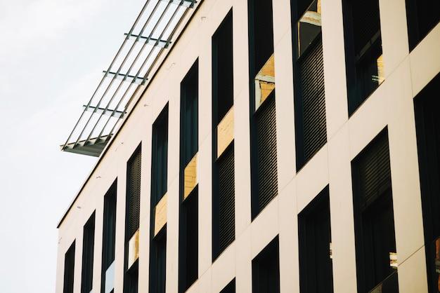 Façade du nouveau bâtiment moderne Photo gratuit