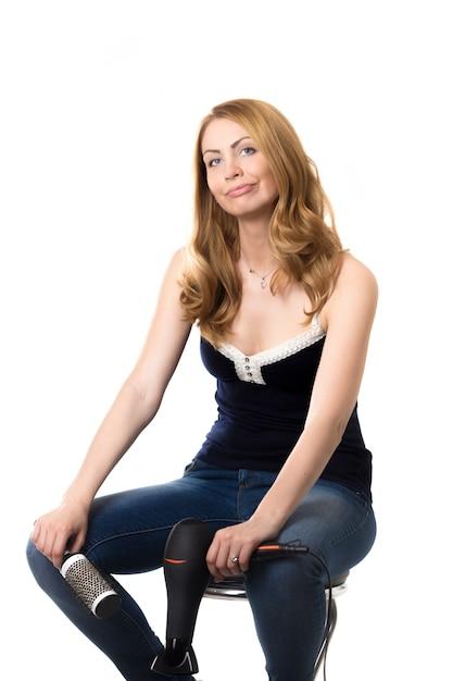 femme assise sur une chaise avec un fond blanc t l charger des photos gratuitement. Black Bedroom Furniture Sets. Home Design Ideas