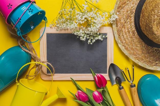Fond jaune avec des outils d 39 ardoise et de jardinage t l charger des photos gratuitement - Outils de jardinage avec images ...