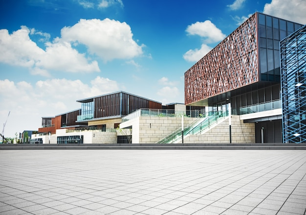 Grand immeuble de bureaux moderne télécharger des photos