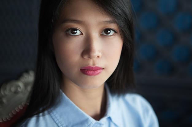 gros plan portrait de s duisant jeune femme asiatique t l charger des photos gratuitement. Black Bedroom Furniture Sets. Home Design Ideas