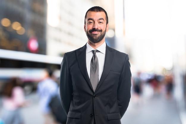 Homme d'affaires en arrière-plan non focalisé Photo Premium