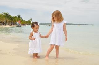 jeunes filles à la plage Photo gratuit