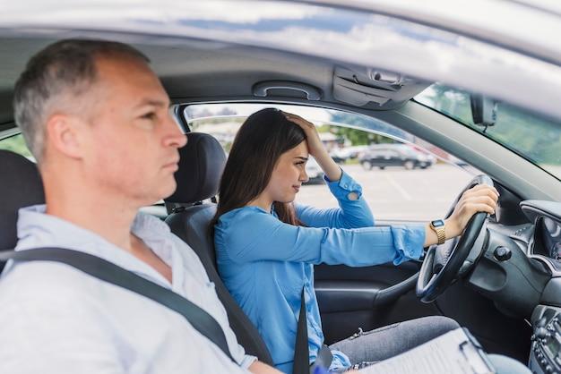 Test De Conduite >> La Femme A Echoue Au Test De Conduite Pilote Etudiant Prenant Le