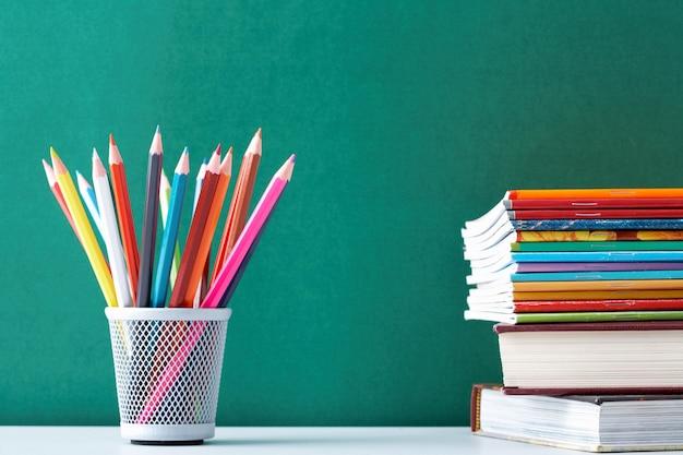 Les fournitures scolaires pour les étudiants Photo gratuit